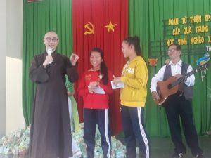 Giao lưu âm nhạc với các em học sinh