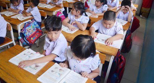 Chương trình giáo dục phổ thông mới được kỳ vọng sẽ giảm tải hơn so với chương trình hiện hành.  Ảnh: TẤN THẠNH