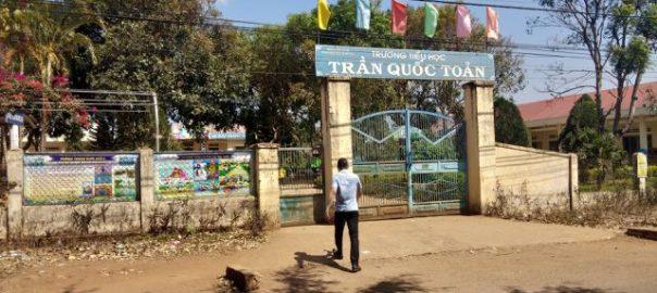 Trường tiểu học Trần Quốc Toản, nơi em S. đã từng học 5 năm.