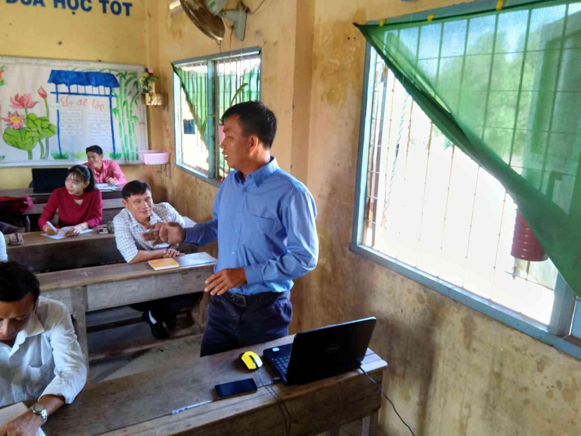 Thầy Trần Hữu Phước tham gia thảo luân và chia sẽ kinh nghiệm về dạy Tập làm văn .