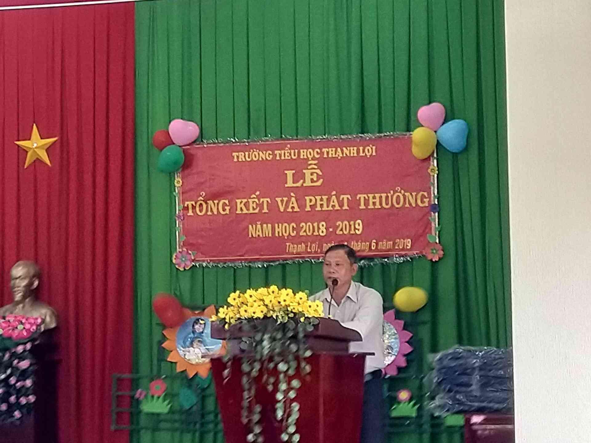 Ông Trần Văn Cưng Phó chủa tịch Hội đồng nhân dân xã Thạnh Lợi phát biểu trong buổi lễ